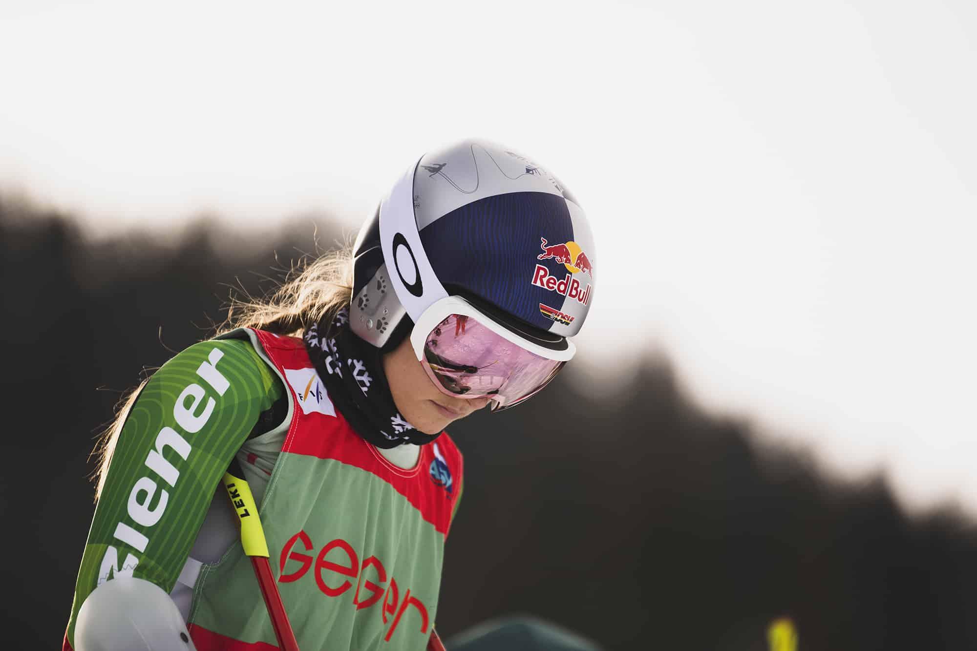 Johanna Holzmann voll fokussiert beim Aufwärmen für den Weltcup am Oberjoch